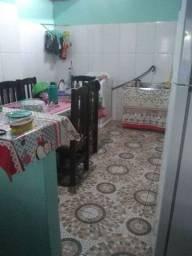 Casa com três quartos sala cozinha garagem área lavanderia banheiro na principal