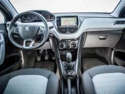 Peugeot 208 - Allure 2015 com teto e multimídia