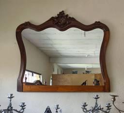 Lindo espelho com lindos detalhes a mão