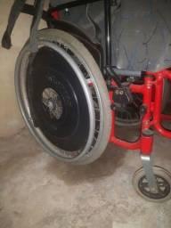 Cadeira do rodas semi nova infantil...