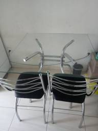 Mesa de vidro com 2 cadeiras Usada