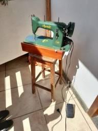 Maquina de costura Vigorreli com motor elétrico