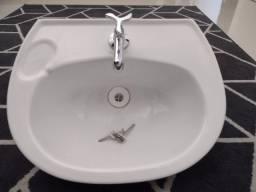 Pia Icasa para banheiro com coluna Branca