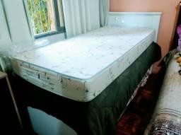 Cama de solteiro mais cama auxiliar e dois colchões de solteiro