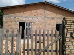 Vende-se uma casa no bairro Laura Moreira
