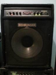 Amp p/ contra baixo Behringer BXL 3000A