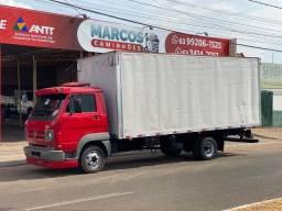 Caminhão V W 9-150 bau