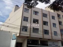 Apartamento com 1 dormitório, com elevador e garagem, para alugar, 34 m² por R$ 700/mês -