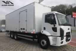 Ford Cargo 2428 - Ano: 2012 - Baú