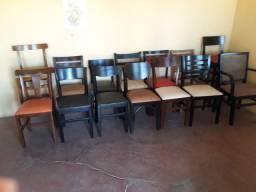Cadeiras e Mesas de Madeira