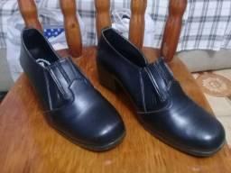 Vendo Lote com Roupas , Sapatos e Bolsas