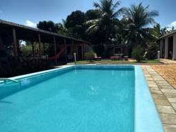 Sitio com piscina próximo a praia