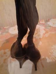 Bota cano longo couro sintético e sandália de salto vizzano