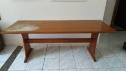 Mesa em Madeira Maciça