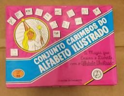 Alfabeto ilustrado em carimbos