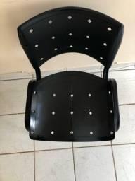 4 Cadeiras semi novas.