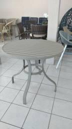 Mesa em alumínio