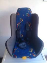 Cadeirinha e assento de bebê para carro