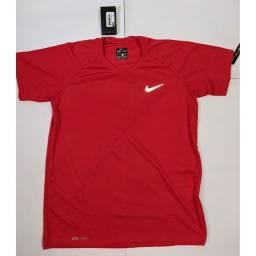 Camisas e shorts Nike Dri Fit Premium