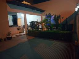 Vende-se casa completamente mobiliada na quadra 403 Sul, em Palmas-TO