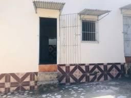Alugo apartamentos kitnet com um banheiro e uma área de serviço