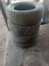 Vendo esses pneus aro 15 pireli  205/70
