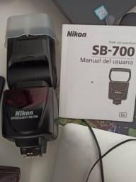 Flash SB-700 - Com pouco uso.
