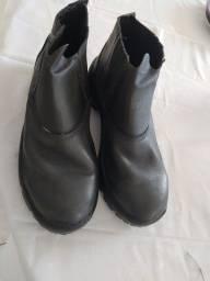 01 par de bota Nova