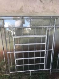 Janela basculante e janela de abrir em ferro