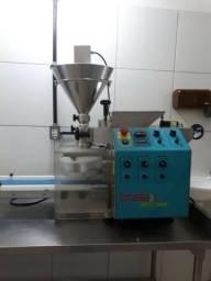 Máquina De Salgados e Doces Bralyx - Lily 3.0 SEMlNOVA (Modela e Recheia Automaticamente)