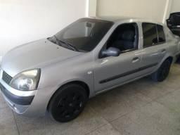 Renault - Clio Sedan Authentic 1.0 16v em Bom Estado - 2005