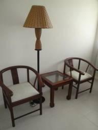 Cadeira decorativa (são 2) com mesa de canto