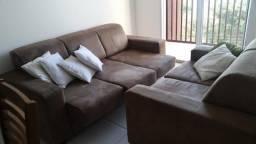 Vendo sofas (2 e 3 lugares) e mesa de jantar quadrada (PODEM SER VENDIDOS SEPARADOS)