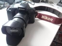 Câmera Analógica Nikon N70 c/ lente Tamron 28-105mm e parasol