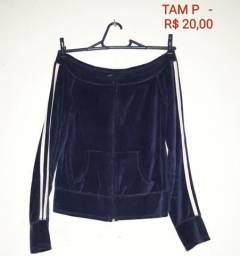 Blusa em camurça preta, listras laterais nas mangas