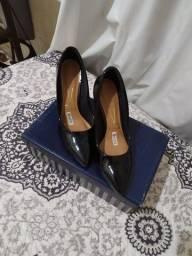 Escarpan n° 35 e as sandálias n°35