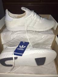 Tênis Adidas na caixa, nunca usado