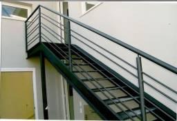 Escada reta ou caracol. Serralheria.