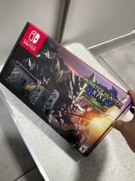 Título do anúncio: Nintendo switch 32gb monster Hunter rise deluxe edition novo em 10x sem juros