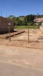 Lote Plano em Tiradentes com Asfalto, Água, Esgoto e Luz