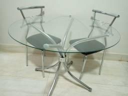 Mesa com 4 caideiras