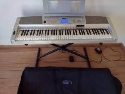 Teclado semi piano Yamaha DGX 300