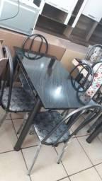 Mesa 4 cadeiras nova