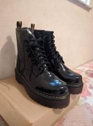 Bota (Coturno Veggie Shoes) Preto verniz Tam. 39