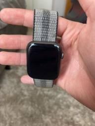 Apple Watch Série 4 44mm + caixa e carregador original