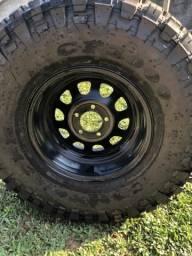 Vendo jogo de rodas com pneus
