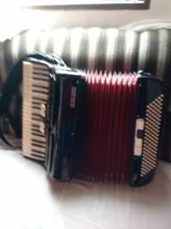 Acordeon Setimo Soprani. 120 bx 5 registro no teclado.