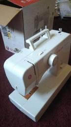 Máquina de costura Singer nova na caixa