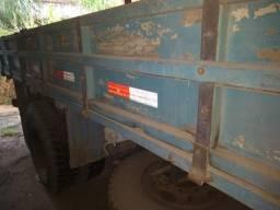 Caminhão F600 ano 80 com carroceria em perfeito estado de conservação