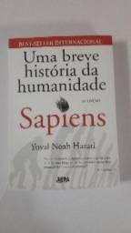 """Livro """"Uma breve História da Humanidade - Sapiens"""""""